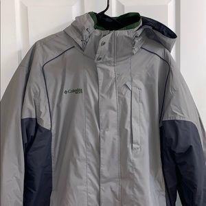 Columbia Men's ski jacket; gray/blue/green